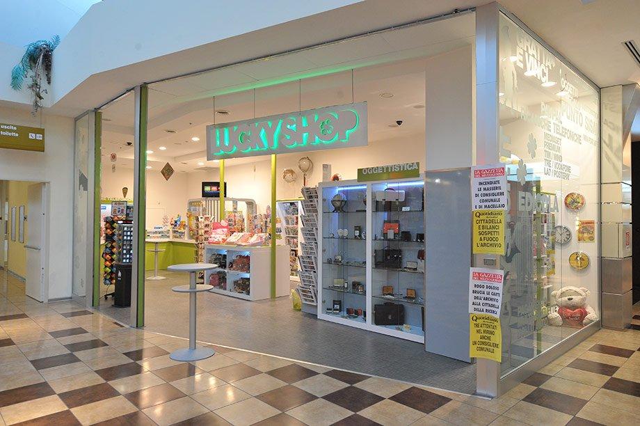 Lucky shop ipercoop brindisi arcositalia for Store arredo